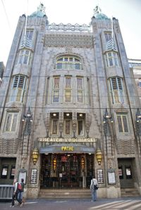 Tuschinski-Theater Front ©http://static0.trouw.nl/static/photo/2011/3/6/12/album_large_987927.jpg