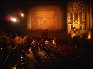 Kinosaal mit Wurlitzer Orgel © Fabian_Breckels, http://cinematreasures.org/theaters/48/photos/43991