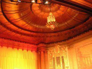 Decke im Kinosaal © Ken Roe, http://cinematreasures.org/theaters/48/photos/1840