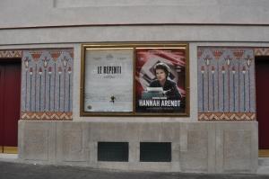 Le Louxor Fassade mit Mosaiken © Ken Roe, http://cinematreasures.org/theaters/7521/photos/72038