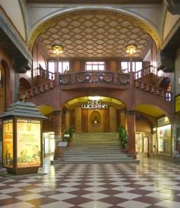 Eingang zum Kino Lucerna © https://www.mycompanion.cz/images/catalog/464/0.jpg