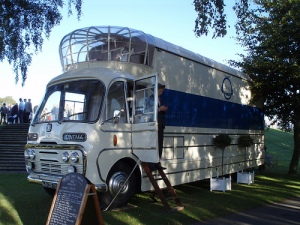 Bus mit Besitzer Oliver Halls © Jane Sanders, http://www.flickr.com/photos/jane_sanders/4999255140/