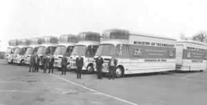 Foto der Busse aus den 1960ern © http://www.messynessychic.com/2013/02/26/the-last-cinema-bus/vintagemobilecinema4/