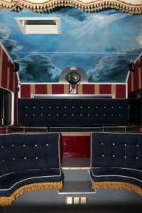 Zuschauerraum des Sol Cinema © http://www.messynessychic.com/2013/02/26/the-last-cinema-bus/solcinema/