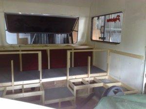 Einbau des Zuschauerraums © http://www.thesolcinema.org/construction.html