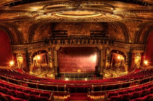 Das Elgin Theatre aus Sicht der Balkongäste © http://edithlevyphotography.smugmug.com/Other/Interiors/i-Btd6rXX/0/L/The%2520Elgin%2520Theatre-L.jpg