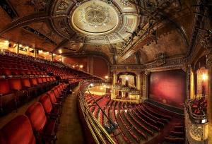Das Auditorium des Elgin Theatre © http://www.thestar.com/content/dam/thestar/entertainment/stage/2013/10/05/elgin_theatre_celebrates_100_years/elgin_auditorium.jpg