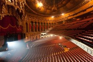 Das beachtliche Auditorium © http://cdn.lightgalleries.net/4d76697865afd/images/Detroit_Fox_Theatre_1-1.jpg