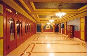 Eingangshalle des Uránia  © http://archiv.termuves.hu/files/tartalom/szenes_istvan/urania/urania_filmszinhaz_4.jpg