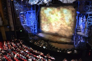 Blick auf die Bühne © http://3.bp.blogspot.com/-tq0ivAIVx3Q/Ttj4KU2KykI/AAAAAAAAAZc/tngFbCbq4OM/s1600/DSC_0030.JPG