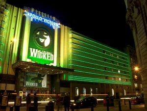 Fassade des Apollo Victoria Theatre © http://cdn.ltstatic.com/2013/April/XB813803_942long.jpg