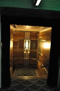 Treppe zum Parterre © Ken Roe, http://cinematreasures.org/theaters/3771/photos/19427