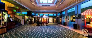 Foyer mit Bar © https://az413805.vo.msecnd.net/spaces/ba-rxl/1348/rx1isf120ct.jpg