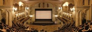 Blick vom Balkon auf die Bühne © http://upload.wikimedia.org/wikipedia/commons/8/86/Cinema_odeon_firenze_1.JPG