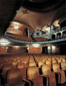 Blick in den Kinosaal © http://www.odeonfirenze.com/wp-content/uploads/2013/01/Teatro.jpg