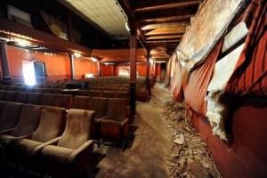 Kinosaal vor der Renovierung © https://cmmdbcine.files.wordpress.com/2013/10/eden-la-ciotat_scaledown_450.jpg