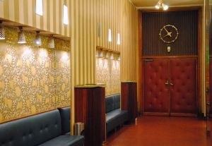 Foyer des Filmcasinos © Linda Nepicks, http://upload.spottedbylocals.com/Vienna/normal/filmcasino-vienna-(by-linda-nepicks).jpg