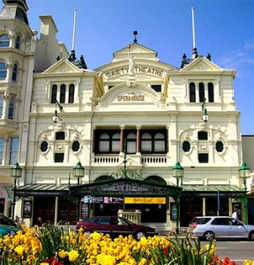 Fassade des Gaiety Theatre © http://www.theatresonline.com/theatres/douglas-theatres/gaiety-theatre/images/gaiety-theatre.jpg