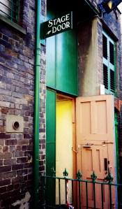 Stage Door des Gaiety © SJ Charles, https://sjcharlesphotos.files.wordpress.com/2015/03/20150301_090635a.jpg