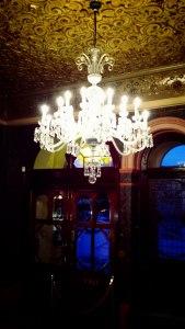 Eingangsbereich des Theaters © SJ Charles, https://sjcharlesphotos.files.wordpress.com/2015/03/20150301_181313a.jpg