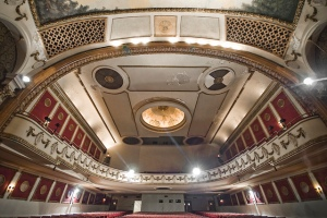 Blick von der Bühne auf das Auditorium © Porcelain Doll, http://cinematreasures.org/theaters/5929/photos/29885