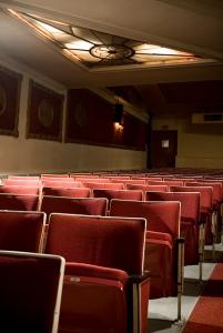 Stühle des Auditoriums © Porcelain Doll, http://cinematreasures.org/theaters/5929/photos/29883