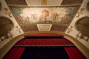 """Deckenmalerei """"The Music Sensation"""" über der Bühne © Porcelain Doll, http://cinematreasures.org/theaters/5929/photos/29880"""