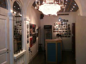 Blick auf das Foyer mit dem Kartenverkaufstischchen © http://distingo.nu/malmoinventering/Victoriateatern/bilder_original/Victoriateatern%20-%2004.jpg