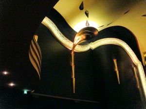 Wanddeko der FilmBühne Caligari © http://juergenfeldpusch-siemens.de/wiesbaden_gruesse/wiesbaden_10_dinge_caligari.jpg