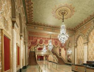 Lobby des Tennessee Theatres mit den berühmten Kristalllustern © http://media-cdn.tripadvisor.com/media/photo-s/07/1e/bd/11/tennessee-theatre.jpg