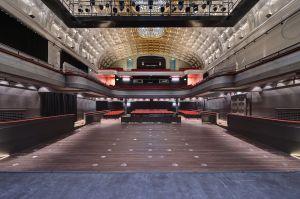 Blick auf den Zuschauerraum mit Stehplätzen vor der Bühne © http://www.alhambra-geneve.ch/photos