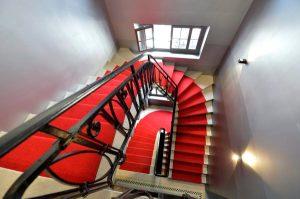 Treppenaufgang im Theater © KEYSTONE/Martial Trezzini, http://www.20min.ch/diashow/126239/126239-cZbfXLxQofEFWYhA5DVvDA.jpg