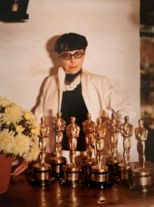 Edith Head mit ihren Academy Awards © http://gettingthingssewn.com/wp-content/uploads/2014/08/Edith_Head_6043-342x460.jpg