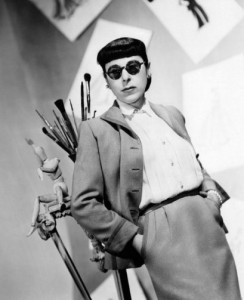 Edith Head in ihrer üblichen Garderobe © http://ris.fashion.telegraph.co.uk/RichImageService.svc/imagecontent/1/TMG11028833/m/main2_3006139a.jpg