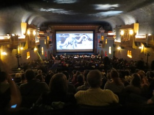 Blick auf das Auditorium und die Leinwand © http://tinyurl.com/pmpnvor