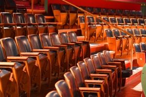 Die Stühle des Theatersaals © http://www.theacademytheatre.org/wp-content/uploads/2014/06/Academy-Theatre-seats.jpg