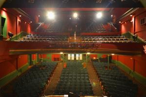 Blick von der Bühne auf den Zuschauerraum © http://www.theacademytheatre.org/wp-content/uploads/2014/06/Academy-Theatre-from-stage.jpg