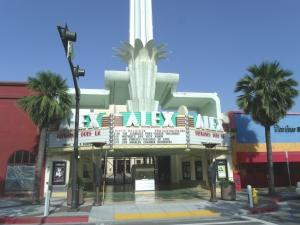 Eingang des Alex Theatre © Marine 69-71, https://upload.wikimedia.org/wikipedia/commons/3/35/Glendale%2C_Ca.-Alex_Theatre-1925-1.jpg