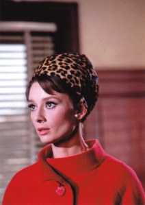 Hepburn in einem Ensemble von Givenchy in