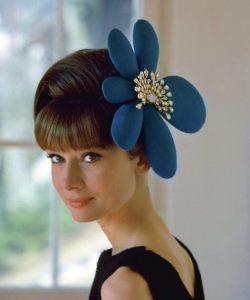 Hepburn mit exquisitem Haarschmuck 1962 © http://tinyurl.com/petzwyq