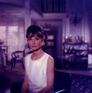Hepburn in Givenchy während einer Drehpause am Set von