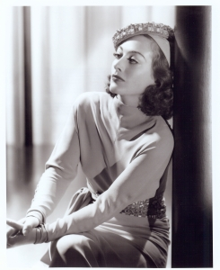 "Joan Crawford in ""Mannequin"" (1938) © http://silverscreenmodes.com/wp-content/uploads/2015/06/Fashion-show-Joan-Mannequin-3.jpg"