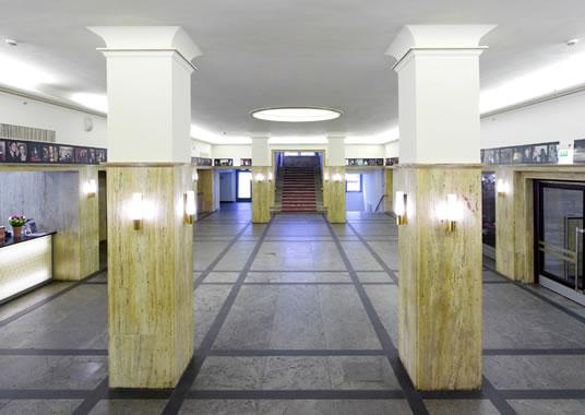 Lichtburg_Foyer01