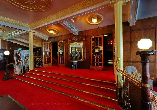 DomeCinema_Foyer04