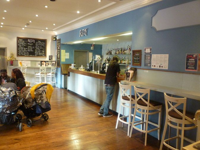 RitzyPicturehouse_Café01 (c) Earle Architects