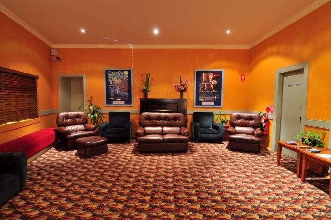 rosevillecinema_foyer02