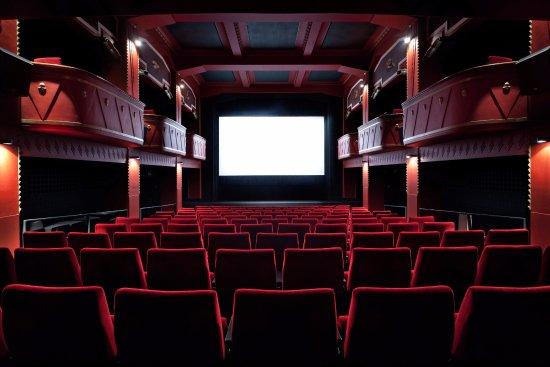 kinodvor_kinosaal03_tripadvisor