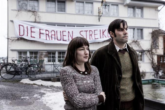 Die göttliche Ordnung_Marie Leuenberger, Maximilian Simonischek (c) 2017 Alamodefilm
