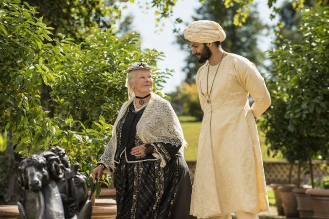 Victoria and Abdul_Judi Dench, Ali Fazal (c) Focus Features_Peter Mountain